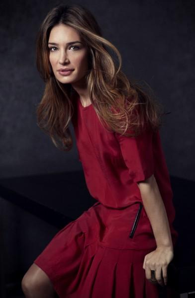 Modèle, robe rouge
