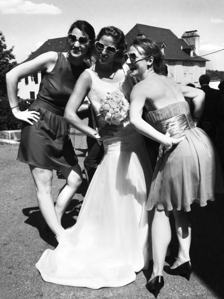 La mariée avec ses temoins, reportage mariage noir et blanc
