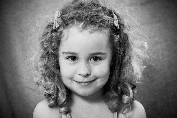 Photo petite fille, noir et blanc