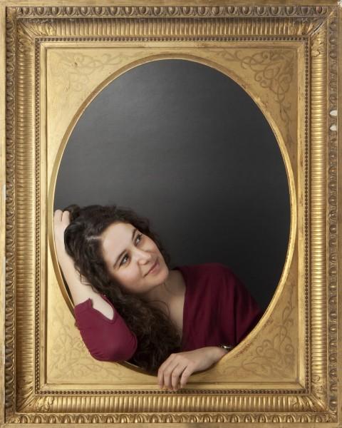 Portrait jeune avec cadre doré