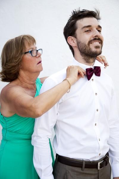 Photo preparatifs, le marié avec sa mère