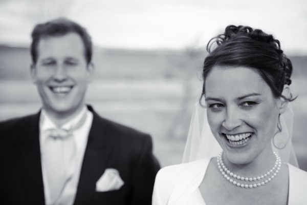 Photographie de mariage, portrait des mariés en noir et blanc