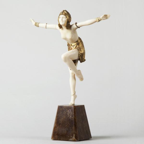 Danseuse en ivoire