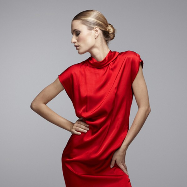 Photo de mode, robe rouge