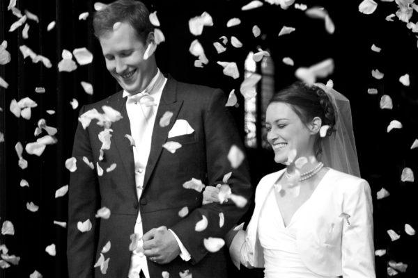 Photographie de mariage à sortie de la eglise