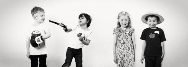 Photo quatre enfants deguisés